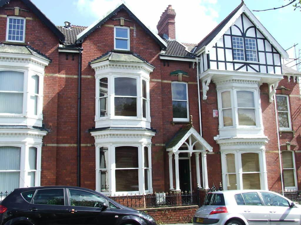 6 Bedrooms Town House for sale in Goring Road, Llanelli, Carmarthenshire
