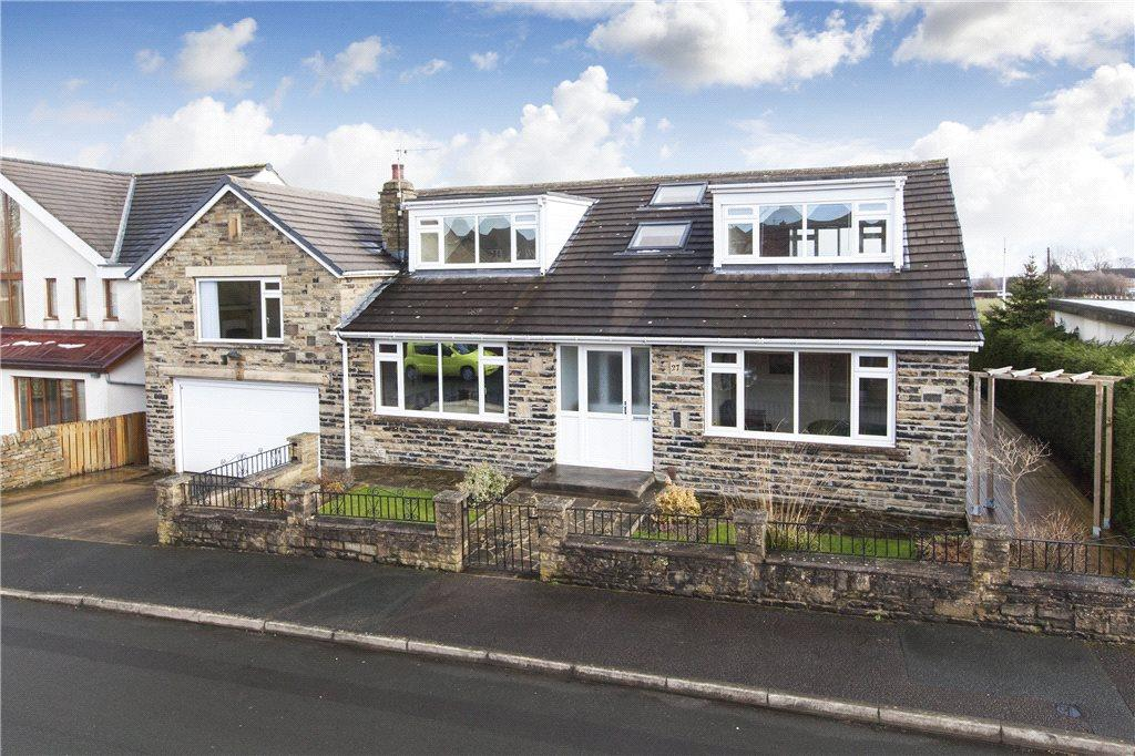 5 Bedrooms Detached House for sale in Moorland Avenue, Baildon, West Yorkshire