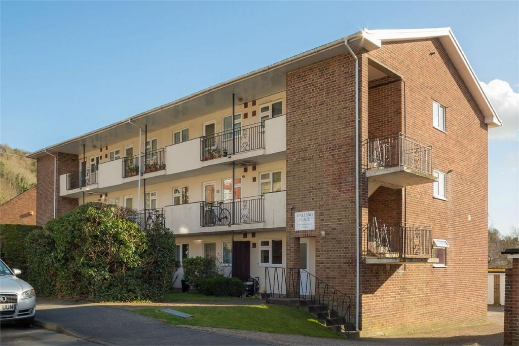 2 Bedrooms Flat for sale in Malling Place, Lewes, East Sussex