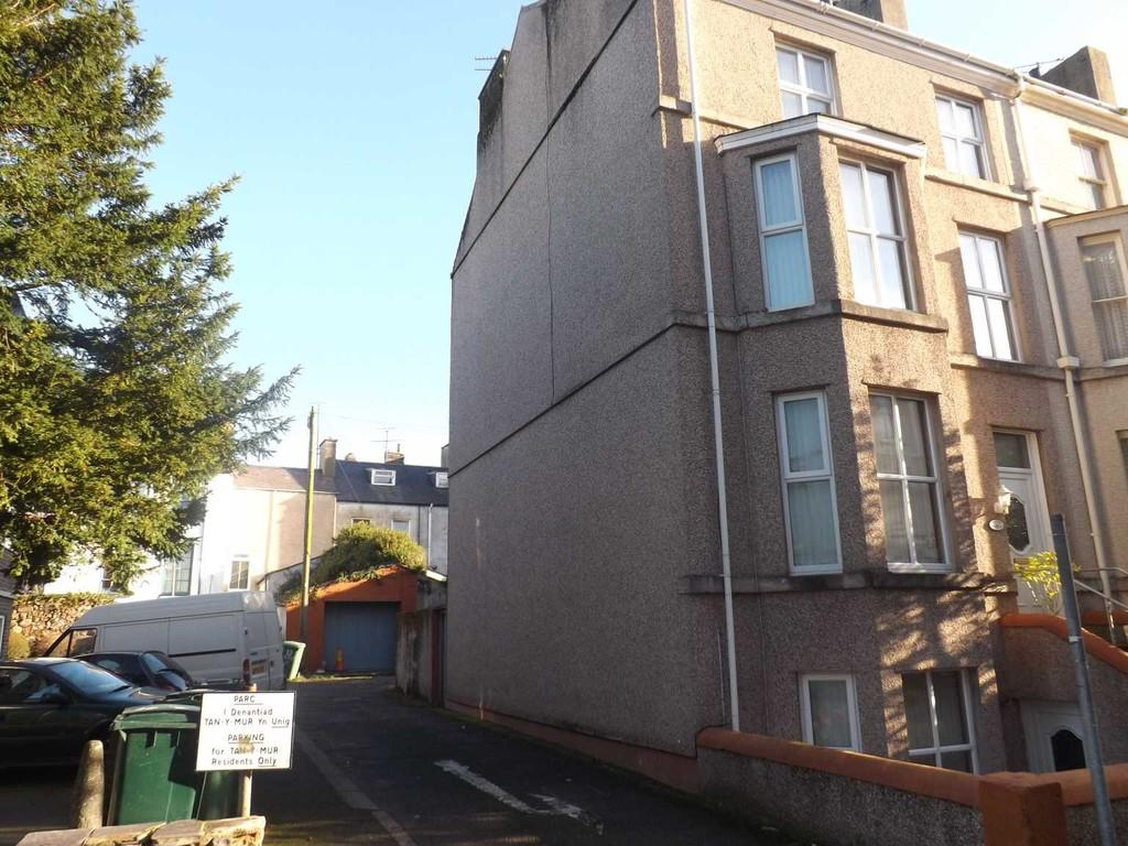 5 Bedrooms End Of Terrace House for sale in Church Street, Caernarfon