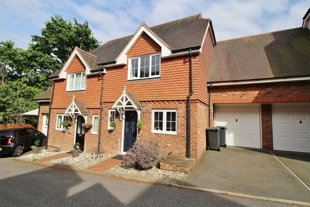 4 Bedrooms Semi Detached House for sale in Meadow Views, Ridgewood, Uckfield, East Sussex