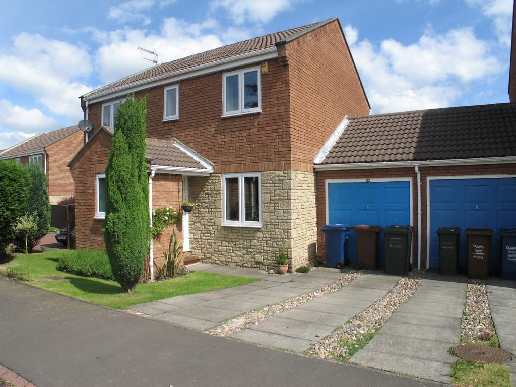 4 Bedrooms Semi Detached House for rent in Whitebridge Close, Gosforth, Newcastle upon Tyne NE3