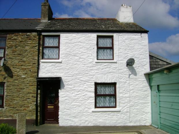 2 Bedrooms Terraced House for rent in Chapel Street, Callington, PL17