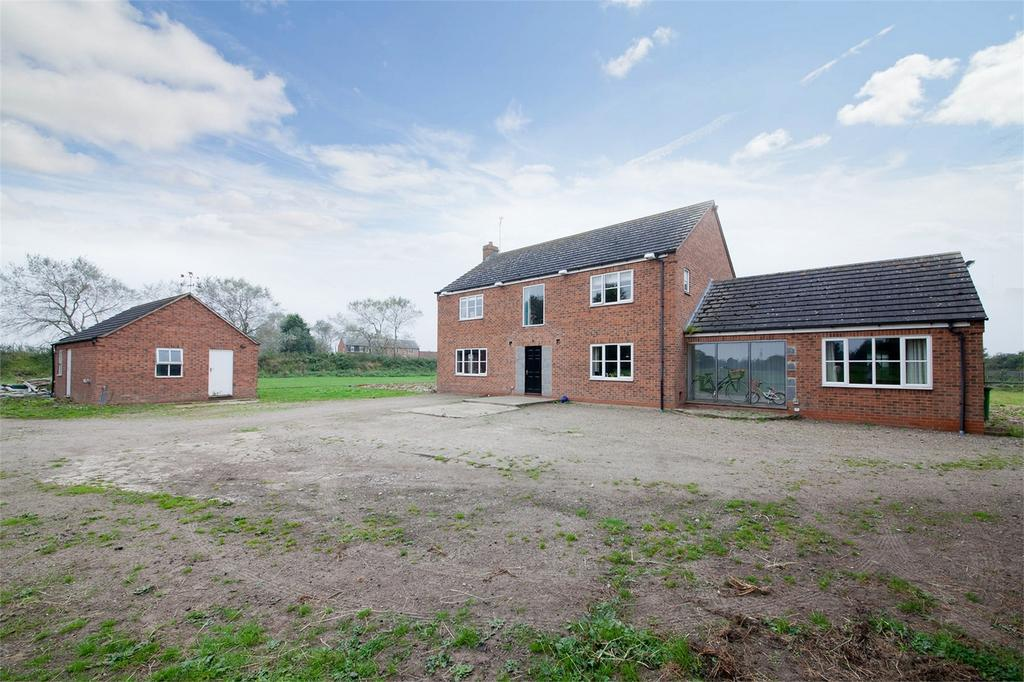 5 Bedrooms Detached House for sale in Blackwoods, Huby, York