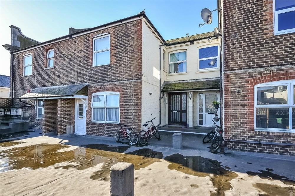 2 Bedrooms Flat for sale in Chartwell House, Wharf Road, Eastbourne, East Sussex