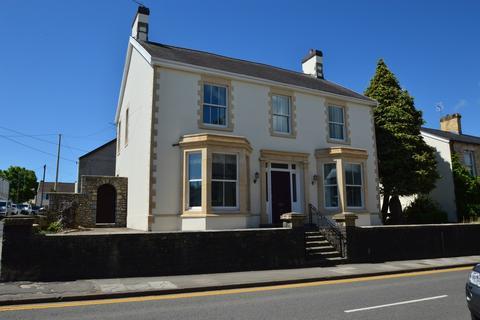 5 bedroom detached house to rent - Rhoscelyn, 36 Eastgate, Cowbridge, Vale Of Glamorgan, CF71 7DG