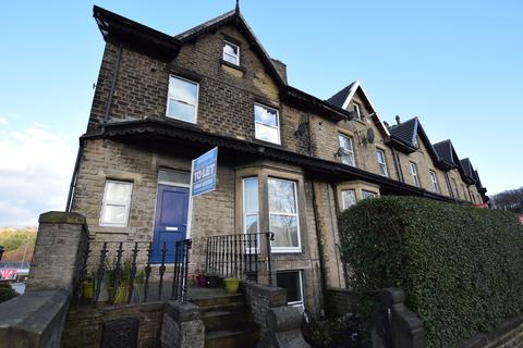 6 bedroom end of terrace house to rent - Somerset Road, Huddersfield