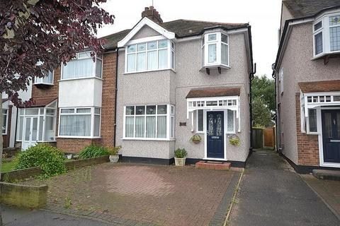 3 bedroom semi-detached house to rent - Chester Avenue, Upminster, Essex, RM14