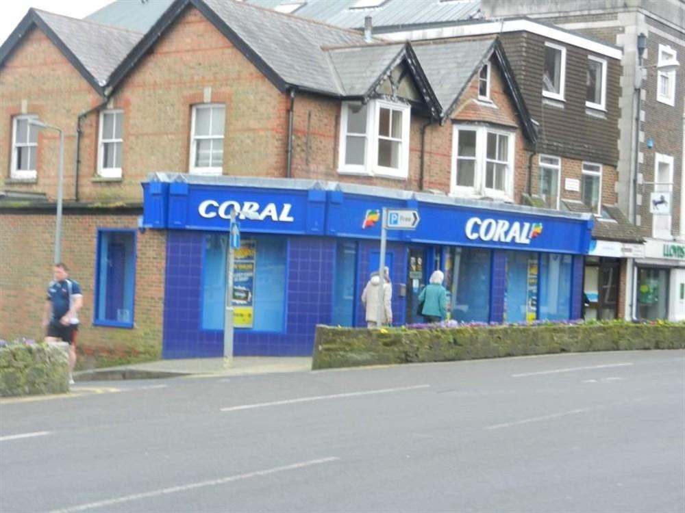 3 Bedrooms Flat for rent in The Broadway, Crowborough, East Sussex, TN6 1DA