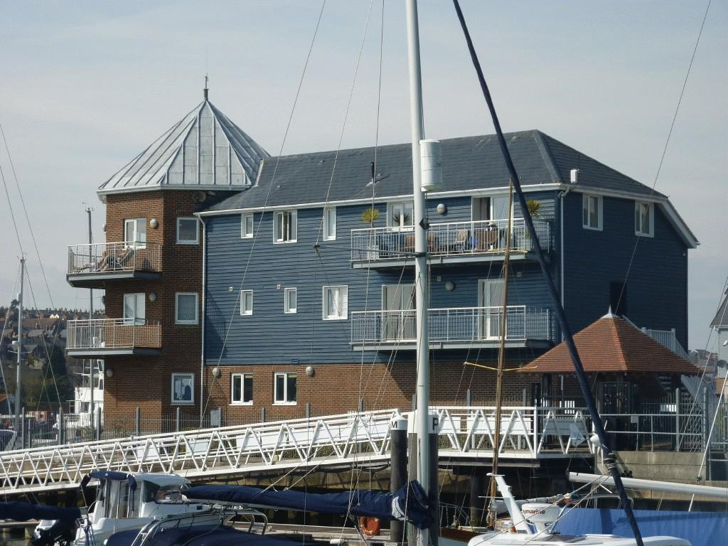 2 Bedrooms Apartment Flat for sale in East Cowes PO32 6UB
