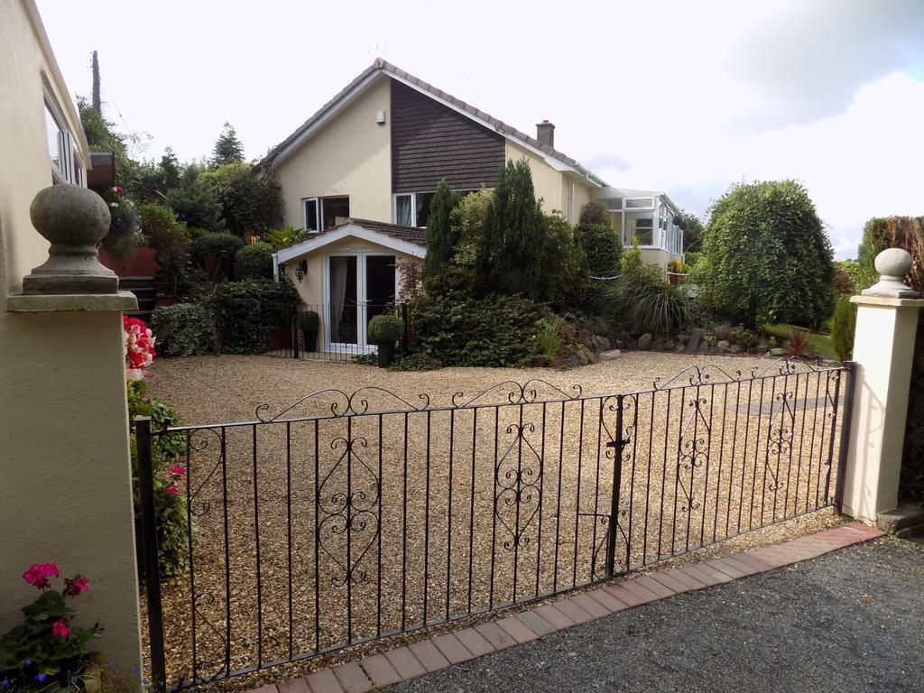 5 Bedrooms Detached Bungalow for sale in Okehampton, Devon