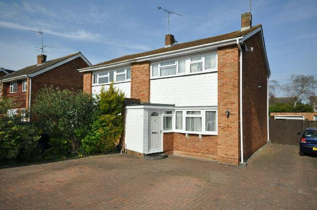 3 Bedrooms Semi Detached House for sale in Millbank Crescent, Woodley, Reading,