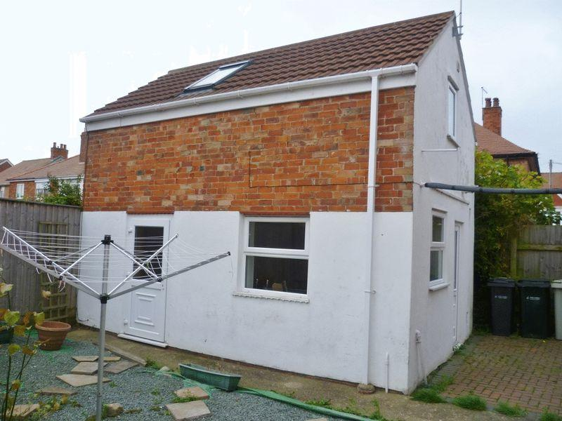 1 Bedroom Detached House for sale in 2 Lawn Avenue, Skegness