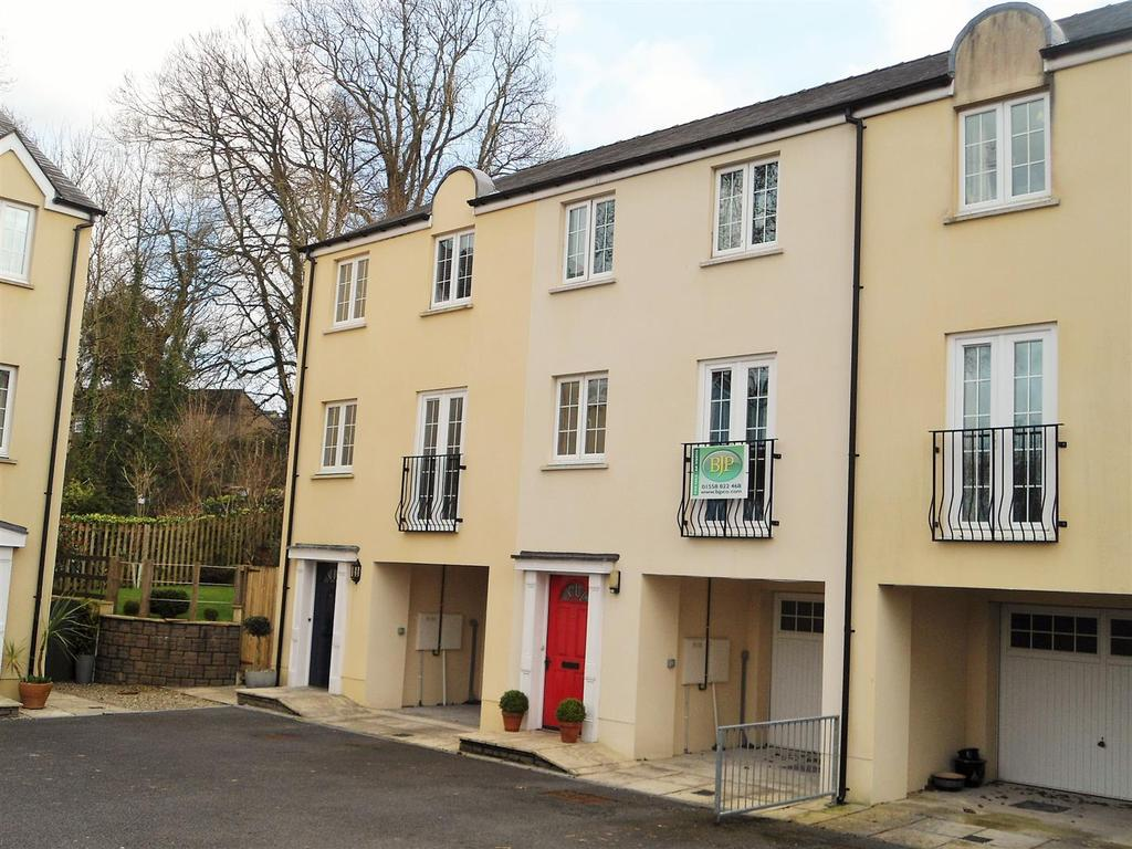 4 Bedrooms Terraced House for sale in Parc Pencrug, Llandeilo