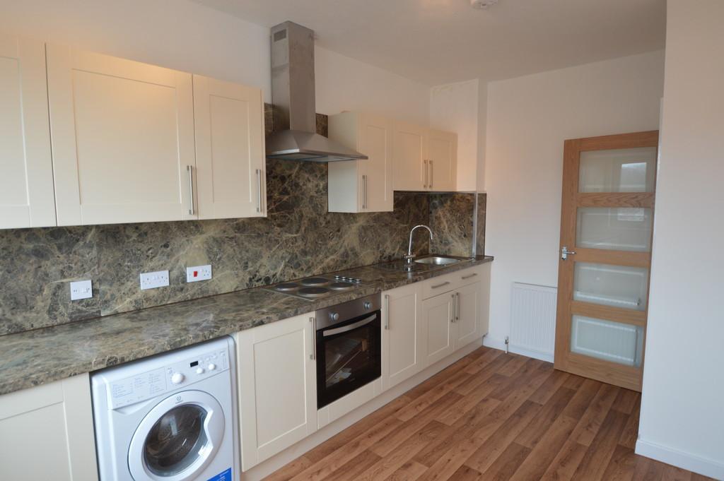2 Bedrooms Apartment Flat for rent in Flat 2, 16 High Street, Cowbridge, CF71 7AG