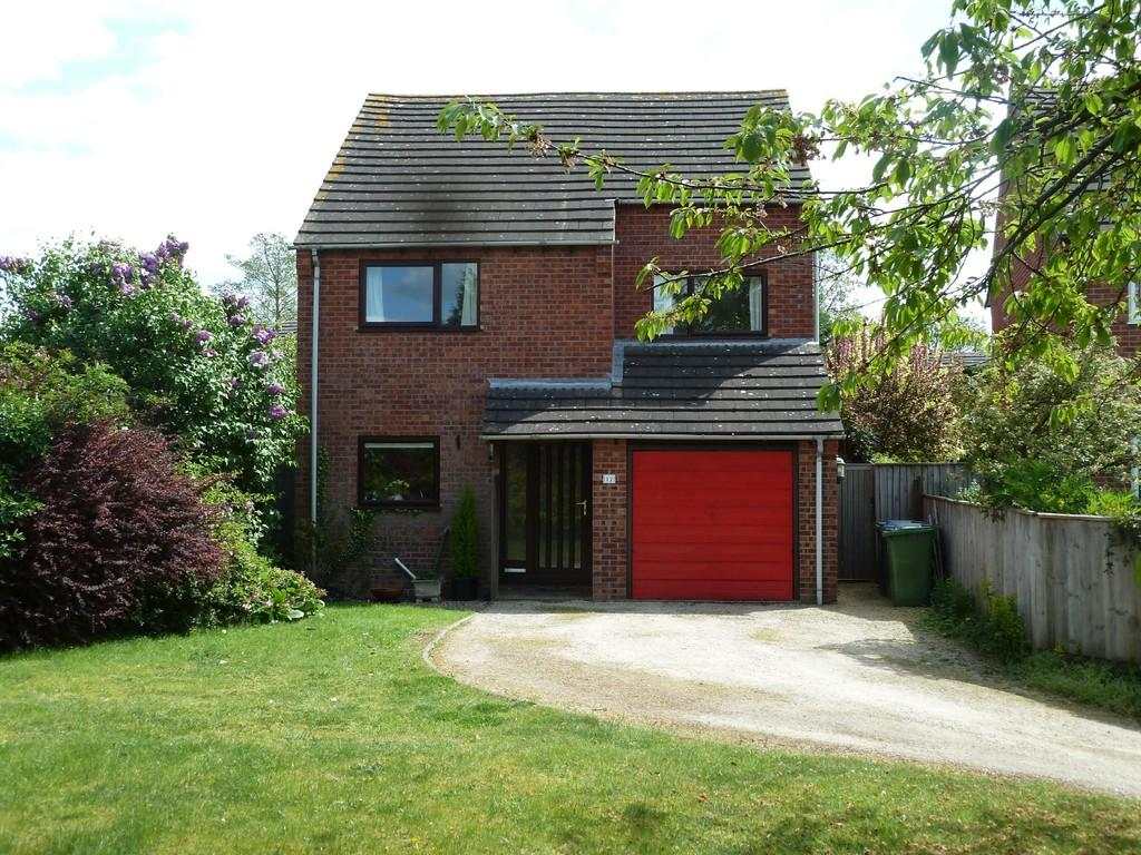 4 Bedrooms Detached House