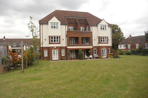 1 bedroom apartment to rent - 1 bedroom Top Floor Apartment in Pyrford