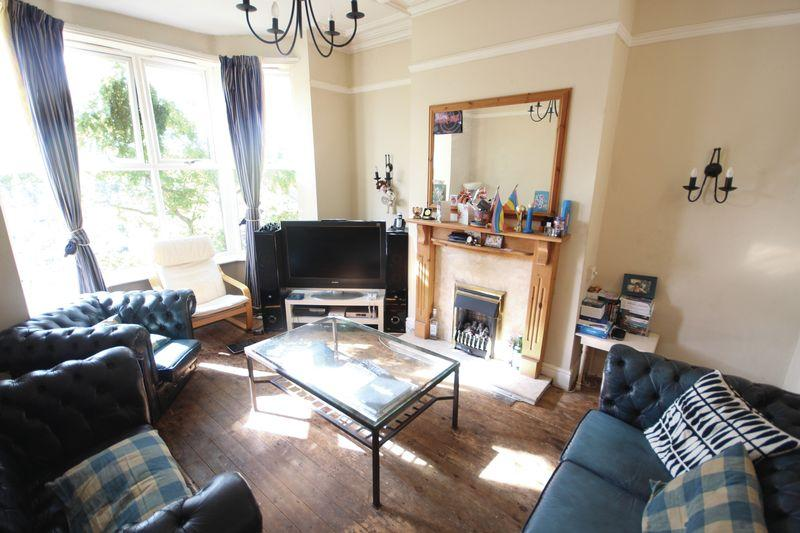 4 Bedrooms Terraced House for rent in Burley Road, Burley