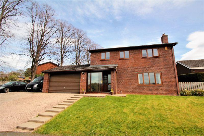 4 Bedrooms Detached House for sale in Stryd Y Brython, Ruthin