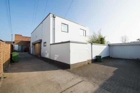 3 bedroom semi-detached house to rent - Commercial Street, Cheltenham GL50 2AU