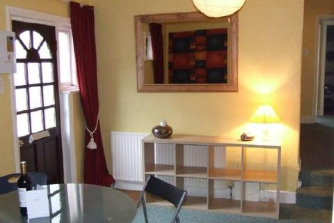 3 bedroom flat to rent - BURGESS ROAD - SWAYTHING - FURNISHED