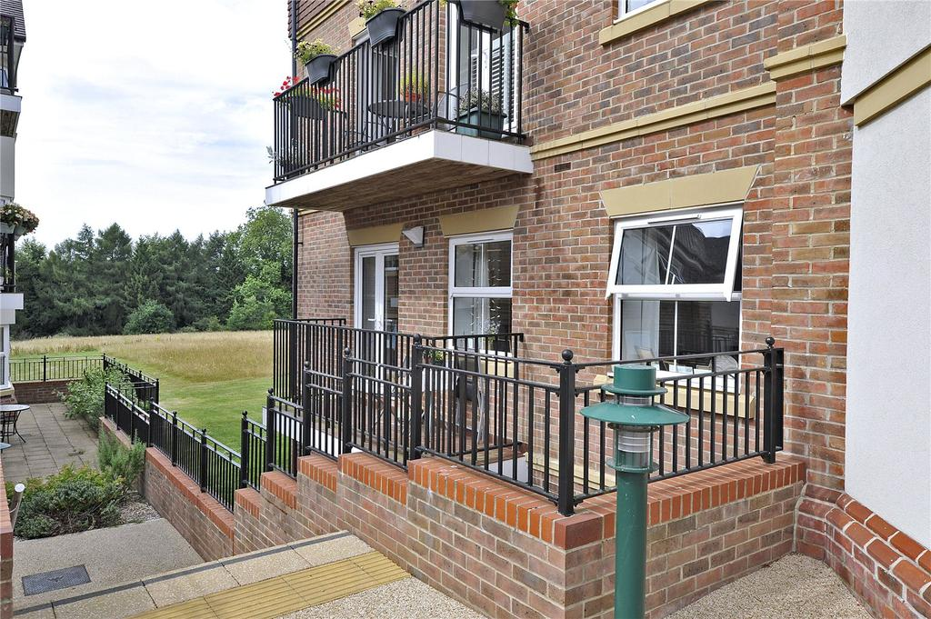 1 Bedroom Retirement Property for sale in Bramshott Place, Liphook, Hampshire, GU30