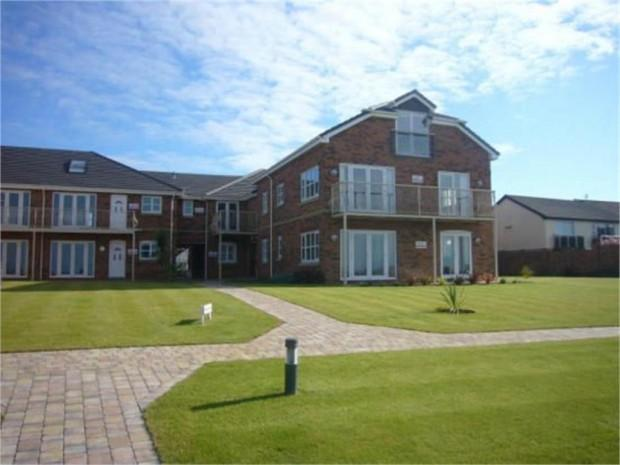 2 Bedrooms Apartment Flat for sale in Splashpoint Apartments, Hilton Drive, Rhyl, LL18