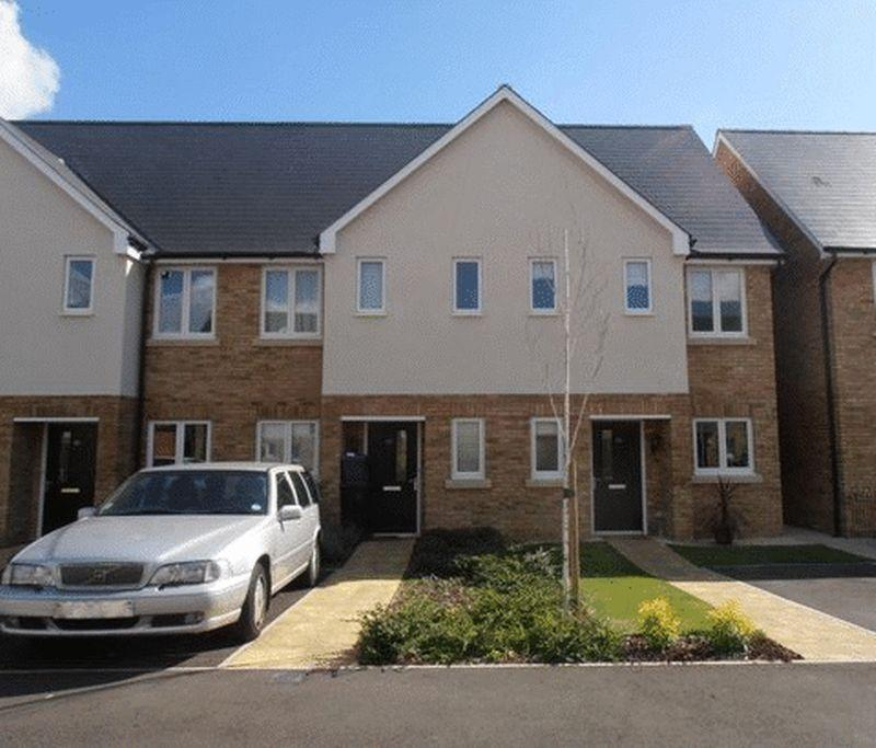 2 Bedrooms Terraced House for rent in Epsom