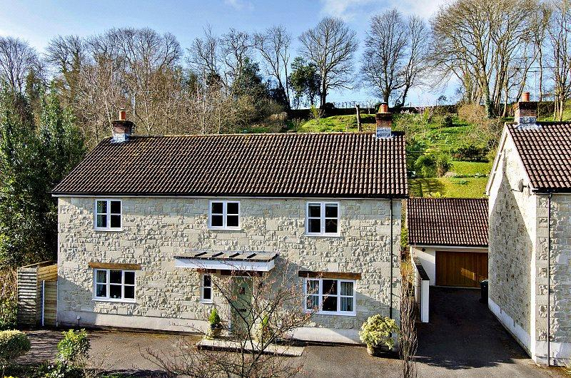 4 Bedrooms Detached House for sale in Bridge Gardens, Tisbury Road, Fovant, Wiltshire