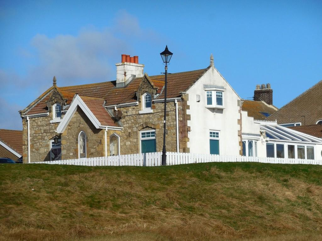 3 Bedrooms Detached House for sale in Pebble Beach, Whitburn