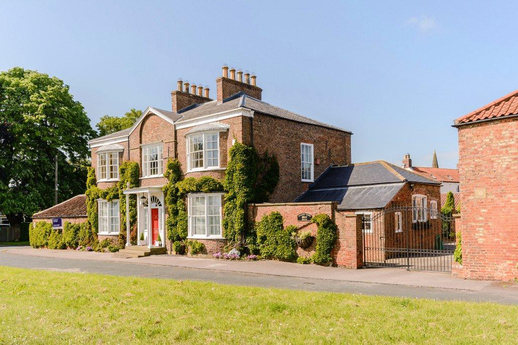 4 Bedrooms Detached House for sale in Barmby Moor House, Barmby Moor, York, YO42