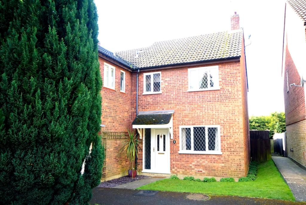 3 Bedrooms End Of Terrace House for rent in Trafalgar Way, Billericay, Essex, CM12