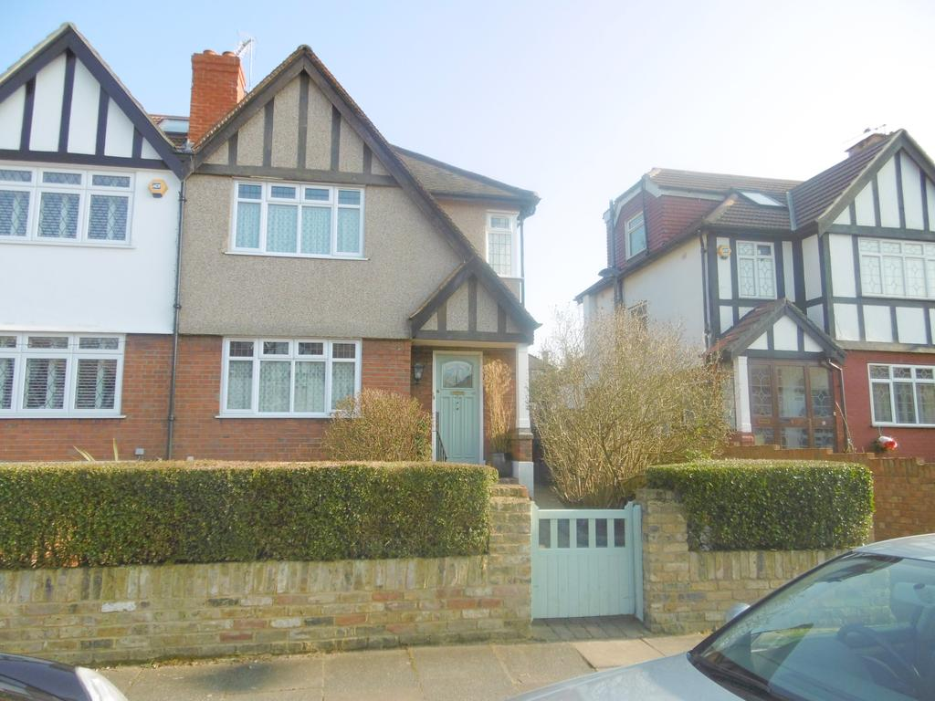 3 Bedrooms House for rent in Chinnor Crescent, Greenford