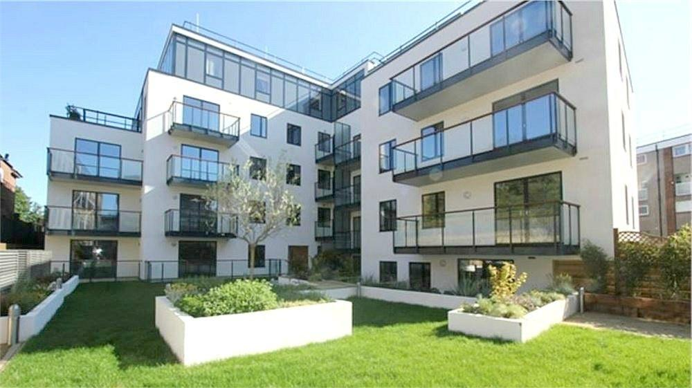 3 Bedrooms Flat for sale in 2 Victoria Road, London
