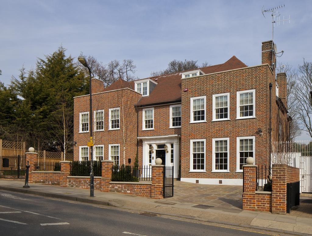 7 Bedrooms Detached House for rent in Hampstead