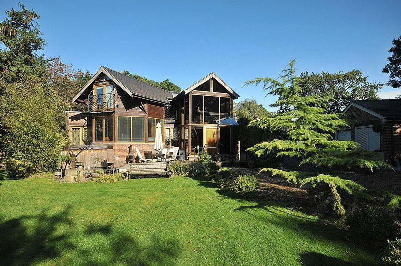 3 Bedrooms Detached House for sale in Hall Lane, Mobberley