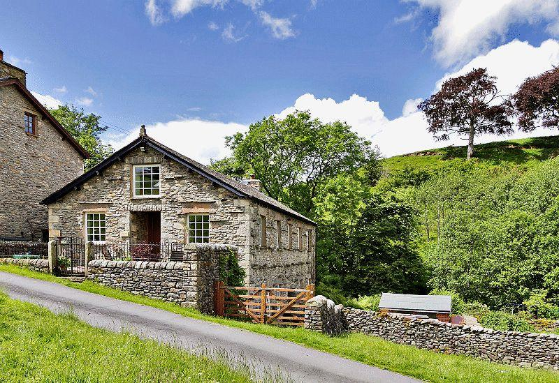 4 Bedrooms Detached House for sale in Howgill, Sedbergh