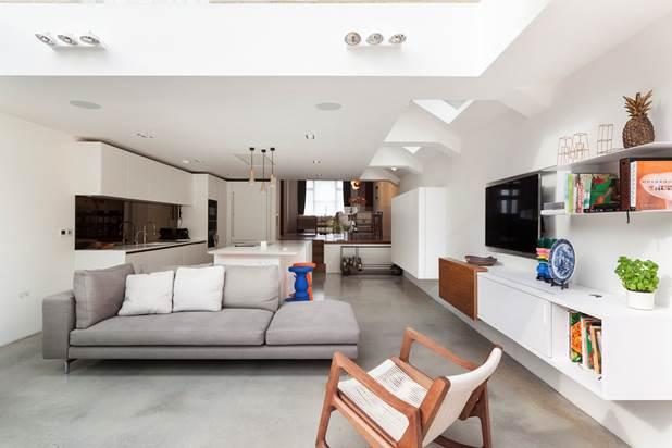 4 Bedrooms House for sale in Bovingdon Road, London, SW6