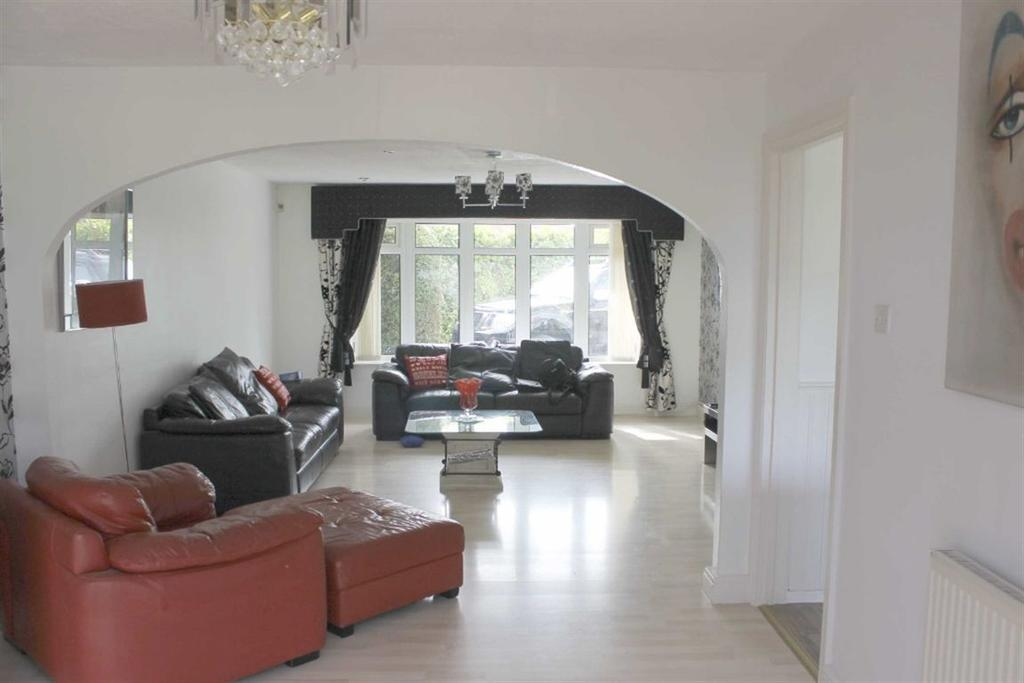 Petersfield Drive, Baguley, Manchester, M23 9PS 4 bed detached ...