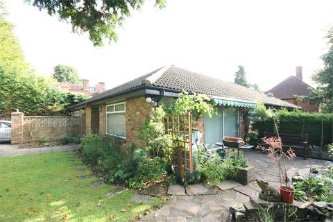 2 bedroom semi-detached bungalow to rent - Orchehill Rise, Gerrards Cross, Buckinghamshire