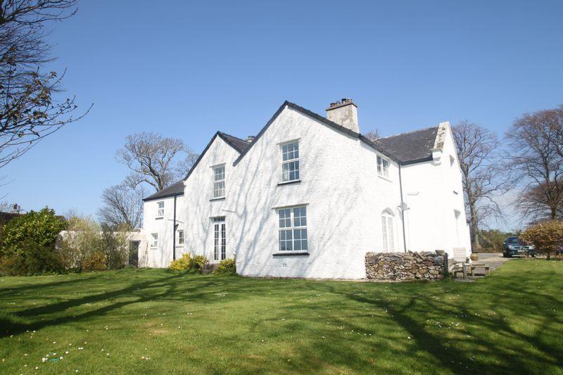 5 Bedrooms Detached House for sale in Llanddeiniolen, Gwynedd