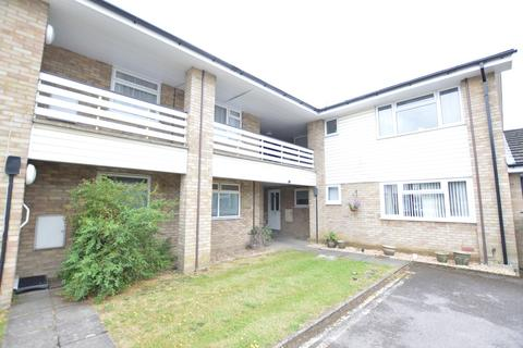 1 bedroom flat to rent - Highclere Court, Knaphill