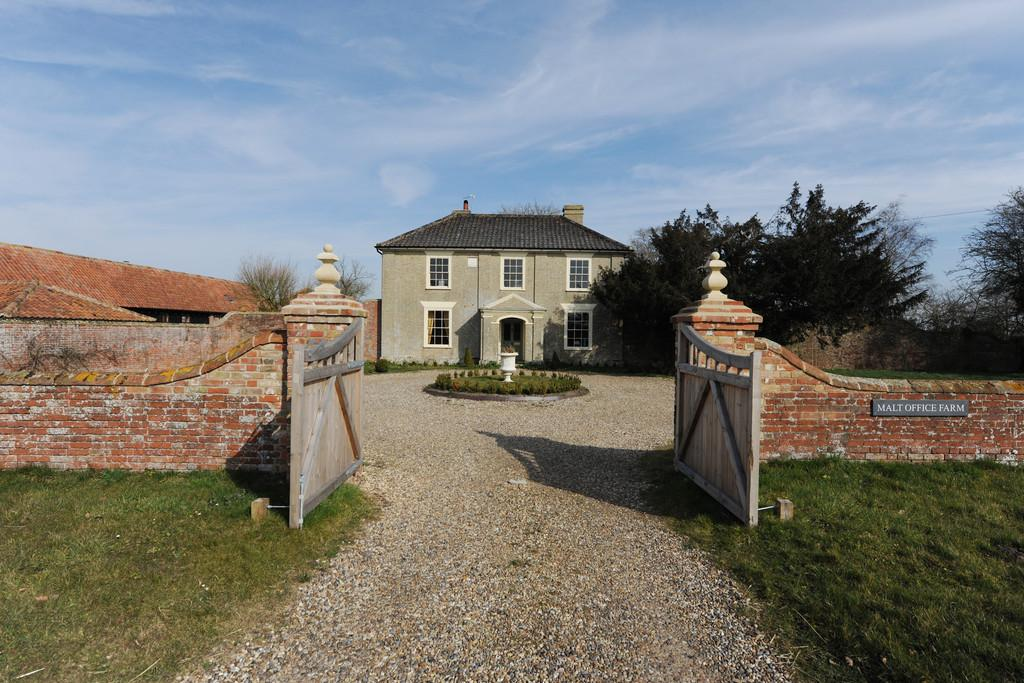 6 Bedrooms Farm House Character Property for sale in Malt Office Farm, The Common, Metfield