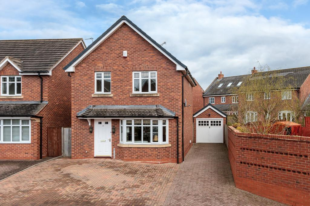 3 Bedrooms Detached House for sale in Stapeley, Cheshire