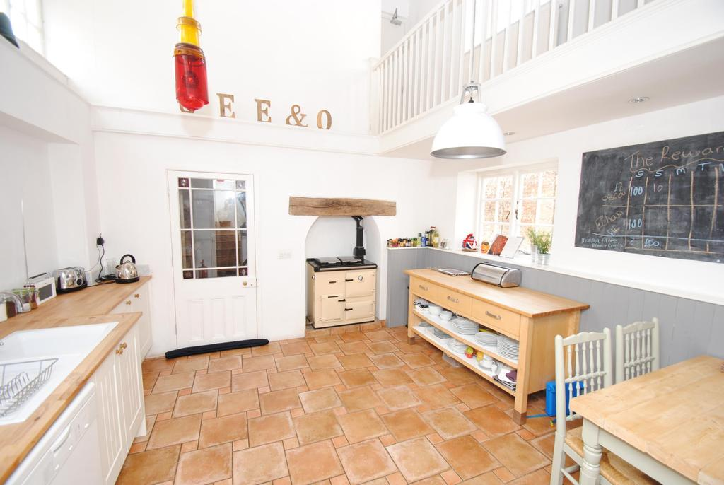 5 Bedrooms Semi Detached House for sale in The Square, Wiveliscombe
