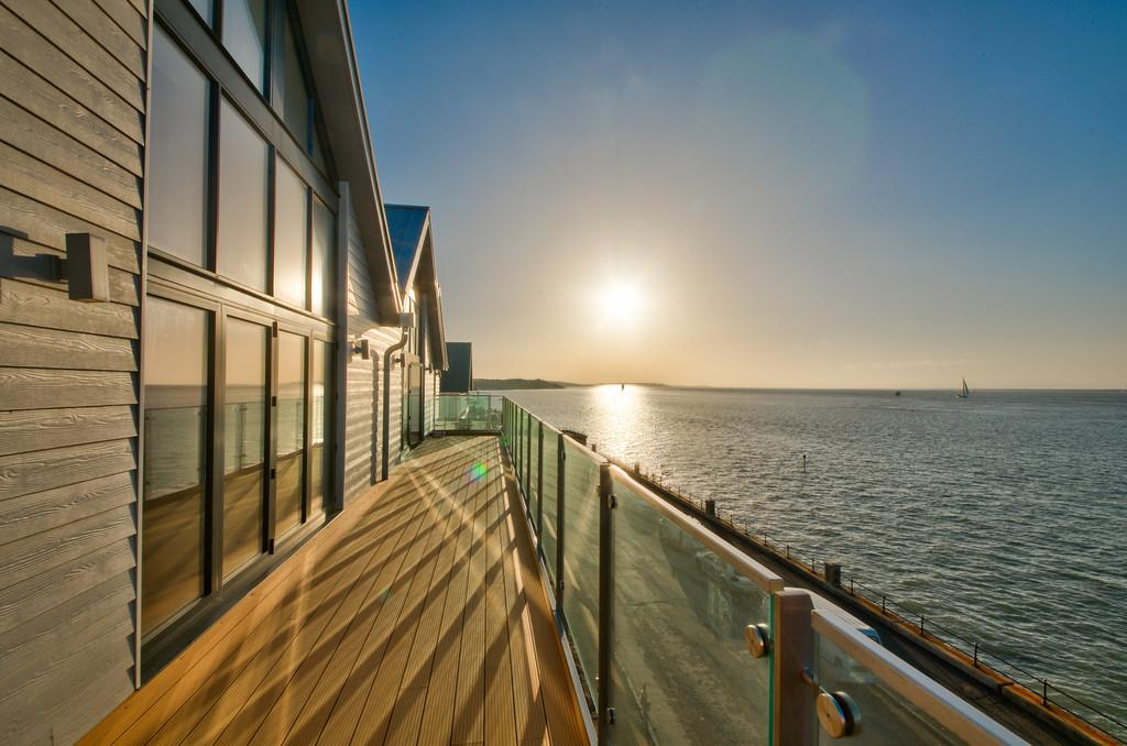 4 Bedrooms House for sale in Gurnard, Isle Of Wight