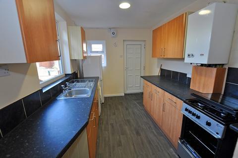 3 bedroom flat to rent - Simonside Terrace, Heaton, Newcastle Upon Tyne