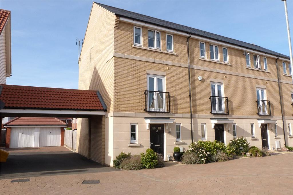 4 Bedrooms End Of Terrace House for sale in School Avenue, Laindon, Essex, SS15