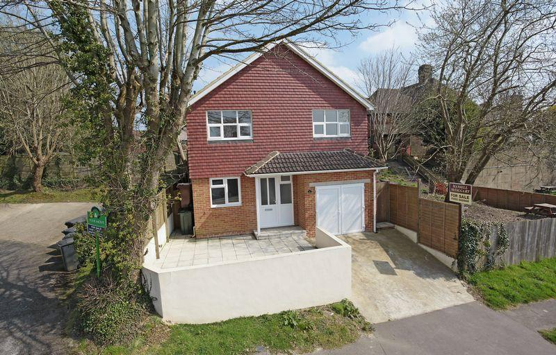 3 Bedrooms Detached House for sale in Harecombe Rise, Crowborough, East Sussex