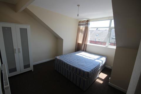 4 bedroom terraced house to rent - Nowell Place, Harehills , Leeds, West Yorkshire, LS9